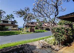 24-2 Lovely Puamana Ocean View Unit