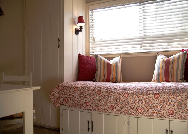 Cozy bedroom 3 with twin bed
