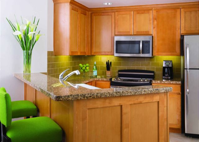 Fully equipped deluxe kitchen with bar seating
