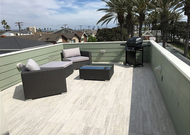 Rooftop deck with magnificent views of the ocean, canals, mounta