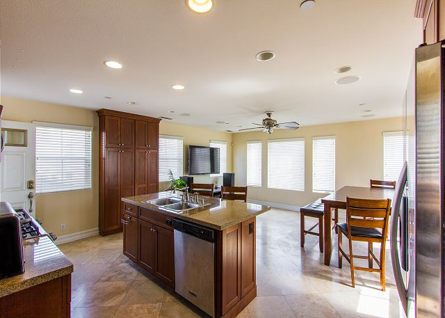 Kitchen & dining with lots of natural light