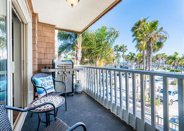 Balcony with BBQ & views of the ocean