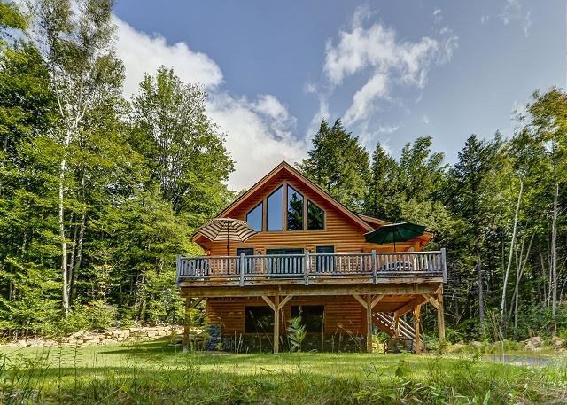Perfect North Conway Getaway: AC, Wifi, Game Room & Huge Deck!