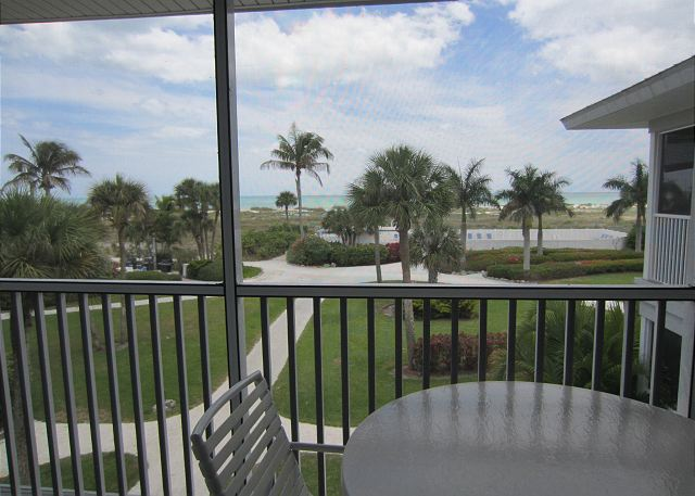 Seaside Decor in this One Bedroom 2nd Floor Superior Villa, A3421A
