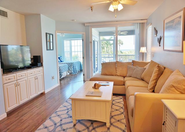 Seaside decor with a view in this first floor two bedroom superior, B3213A