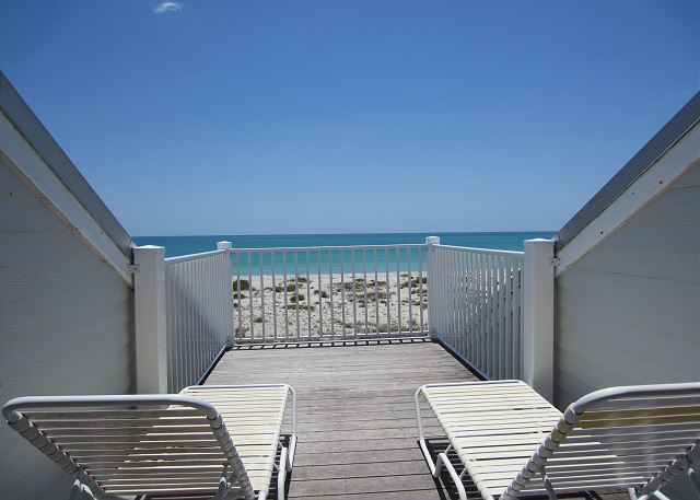 Bright and beachy 3 bedroom with exceptional view, C1324B