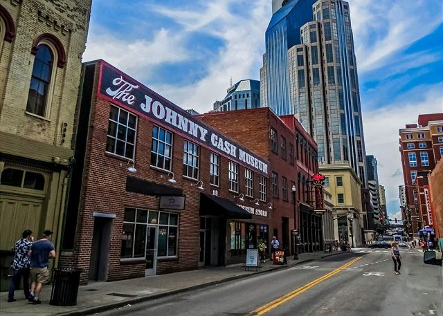 Stay in the Heart of Music City, USA!