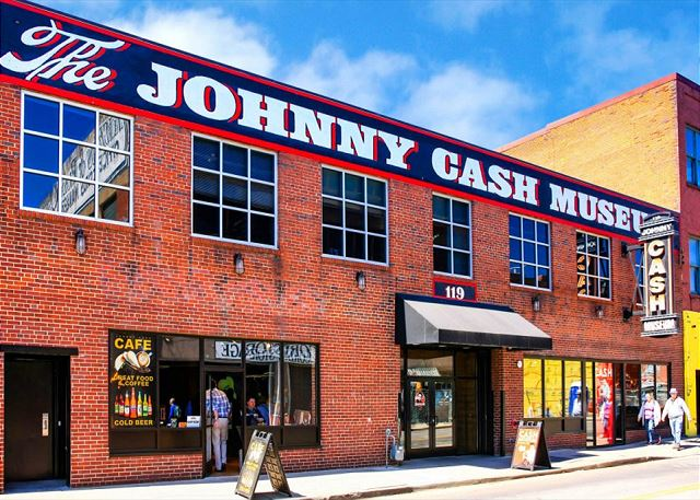 Walk to the Johnny Cash Museum