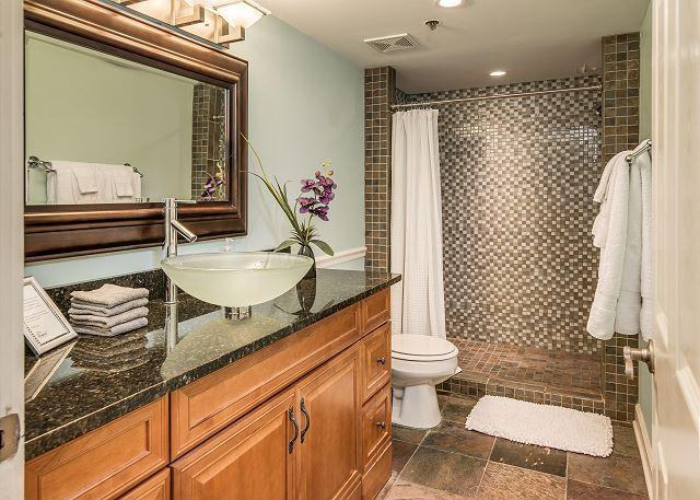King Bedroom en suite Full Bath