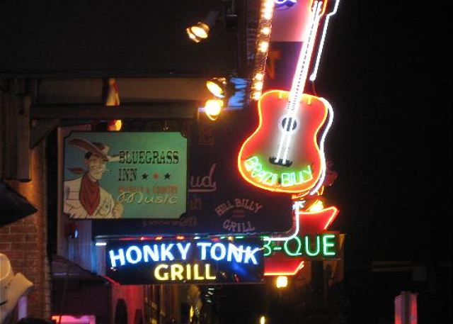2 Blocks to Broadway and the Honky Tonk Row