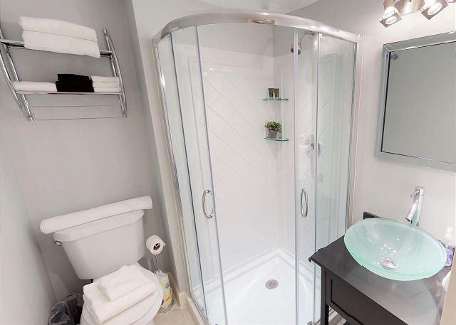 Queen Bedroom en suite Full Bath