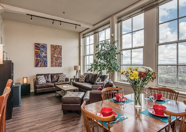 AMAZING 2 Bedroom, 1 1/2 Bath Loft with SWEEPING VIEWS of Nissan Stadium & The Cumberland River