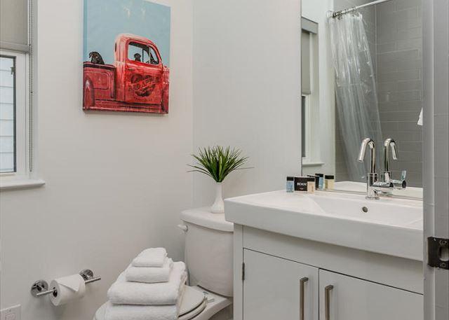 The en Suite Full Bath