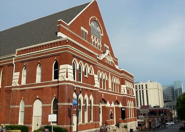 "Minutes to the ""Mother Church of Country Music"", Ryman Auditorium"