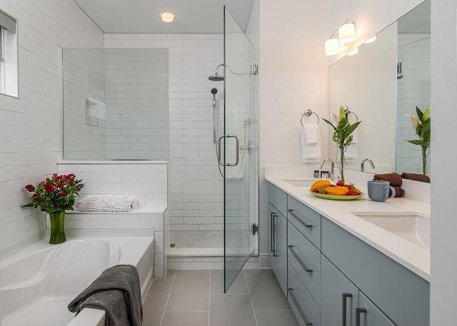 The Luxurious Master en suite 4 Piece Bath