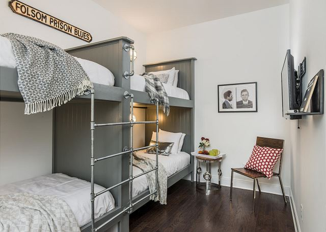 """Folsom Prison"" Bunk Room (4 Twin Beds)"