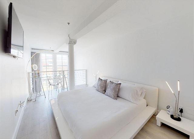 Mezzanine Bedroom with King Bed