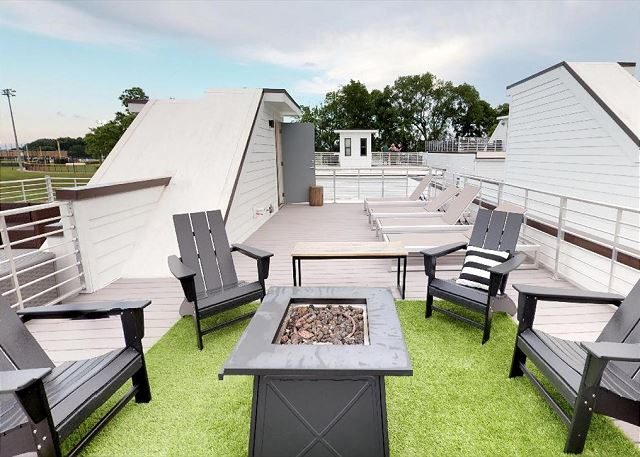 Such an AMAZING Outdoor Roof Deck!