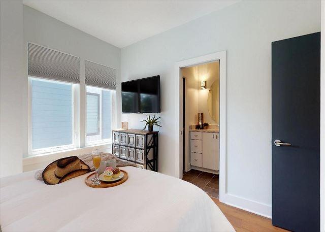 Smart TVs in both Bedrooms Also