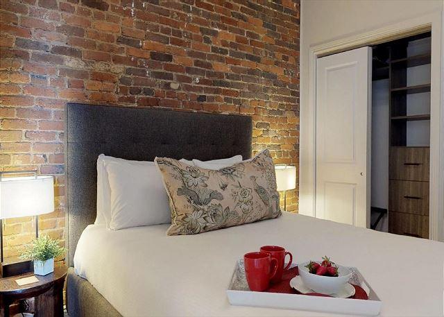 Queen Bed En Suite
