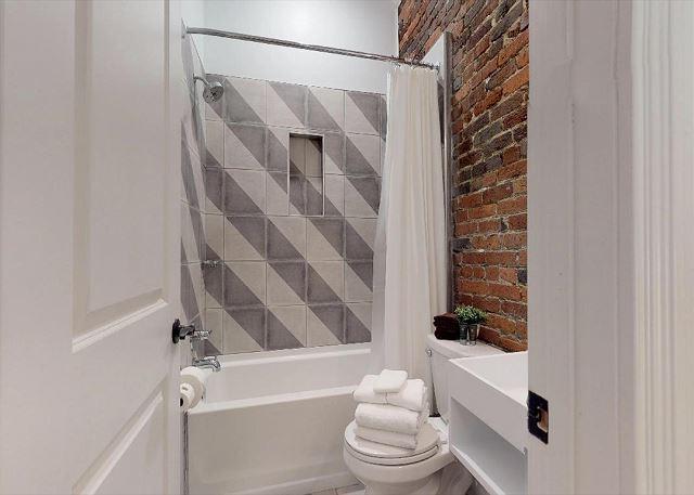 Shower & Tub Combo in Queen Bedroom