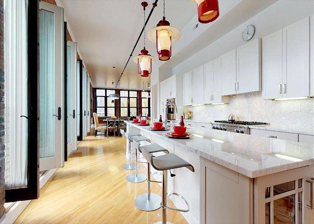 Spacious Kitchen Countertops