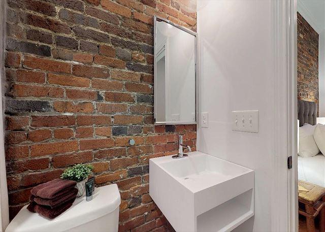 En Suite Queen Bedroom Bath