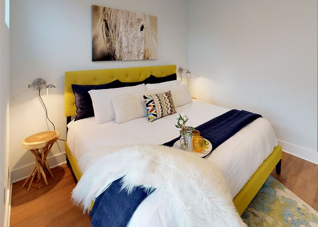 Beautiful Master Suite with Queen Bed