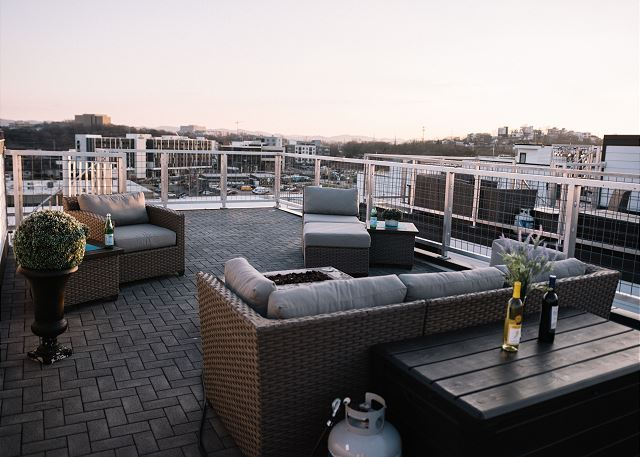 Fire Pit, Seating & Views!!!