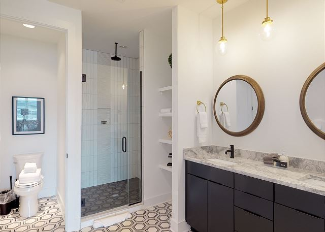 Double Vanity & Lots of Space to Get Ready!