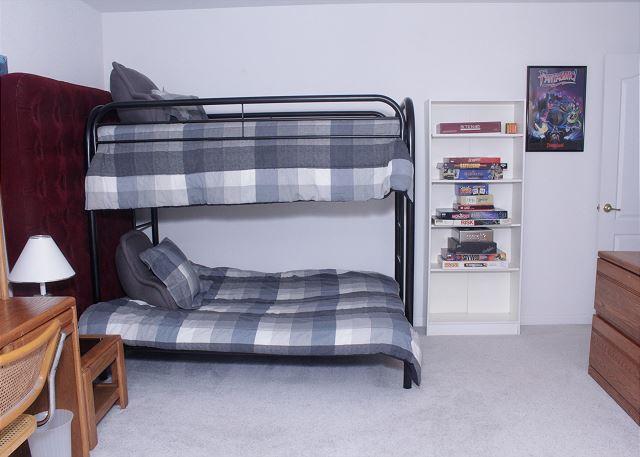 Bedroom 3 (bunkbeds)