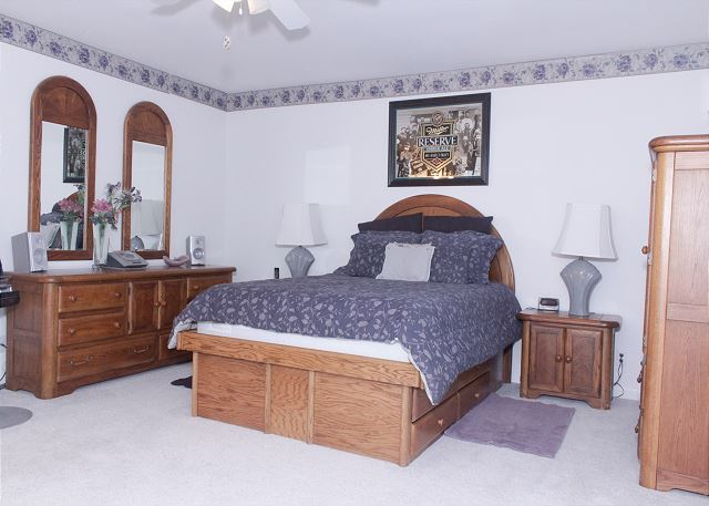 Master bedroom Queen