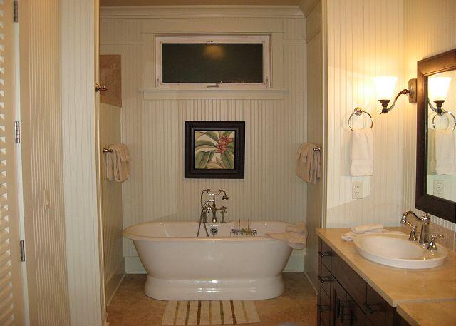 Relaxing soaking tub