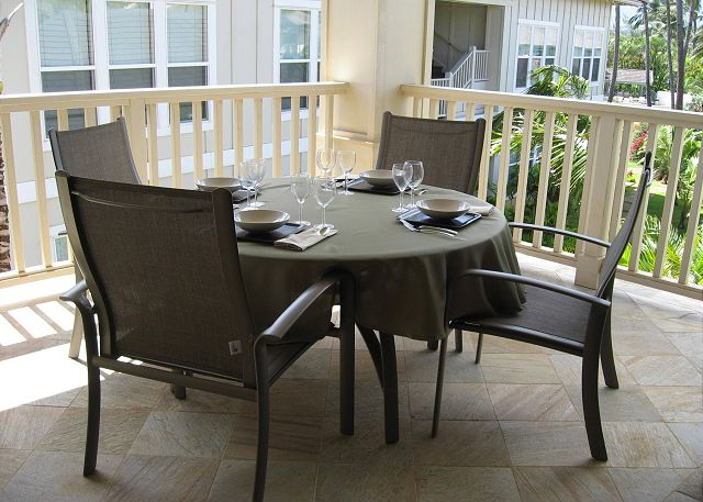 Dine outdoors on Spacious Lanai