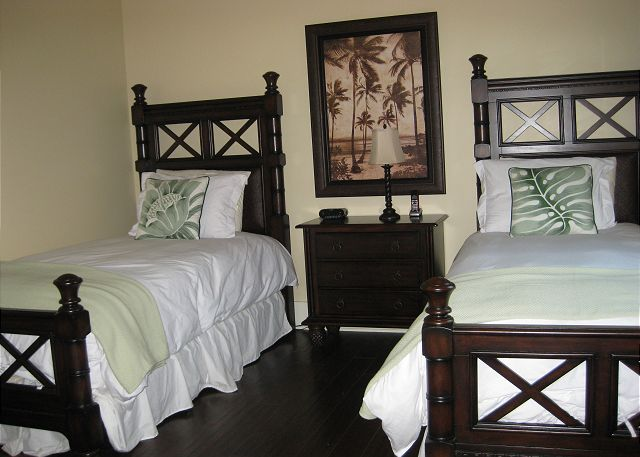 Twin bedroom with additional full bath