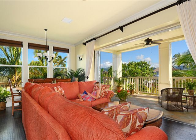 Living Room wall opens to Grand Lanai