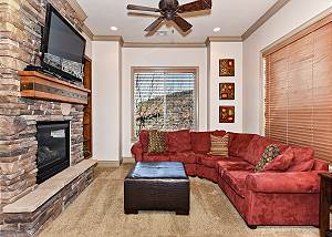 D8 - 3 Bed 2 Bath, Eastview Upper Level Suite