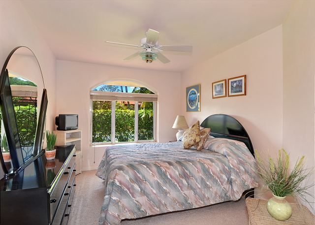 Spacious 3rd bedroom with a queen bed at Shaka Hale.
