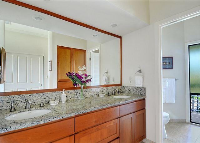 Poipu Sands 333 master bath w/double sinks
