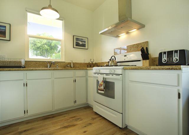 Ho'ona Hale kitchen & window w/view to ocean