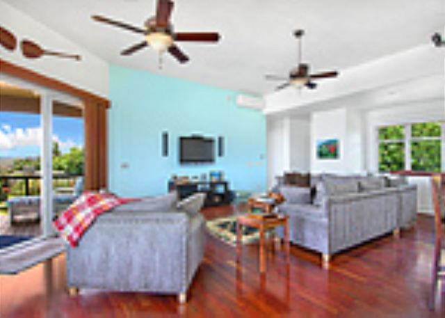 Ho'ohu Nani comfortable upstairs living room with entertainment