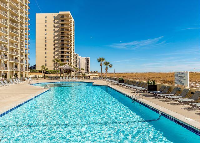 Phoenix Vi Outdoor Pool