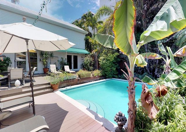PINEAPPLE COTTAGE - Old Town Rental - Private Pool - Parking -2BR/2BA