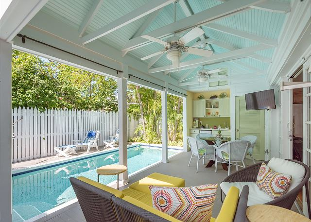 Tropical Jewel in Historic Seaport - 2BR/2BA - Pool - Monthly Rental