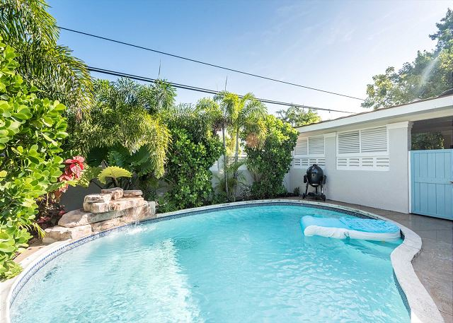 SOUTHERN OASIS -Mid Town MONTHLY Vacation Rental - Private Pool - 4BD/3BA