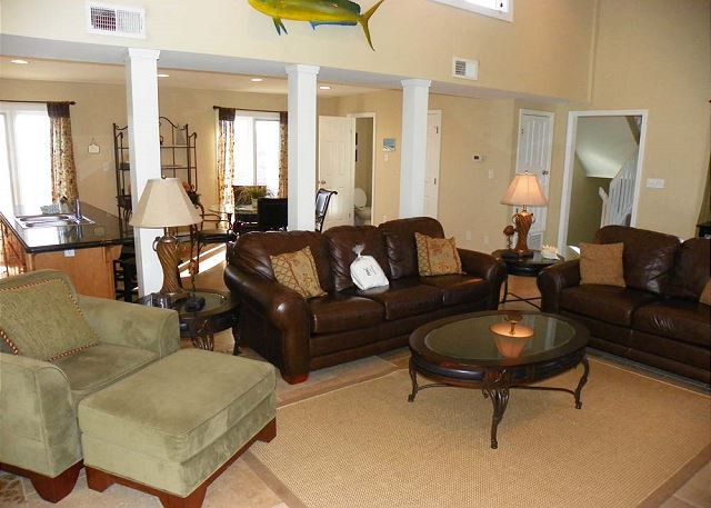 Pensacola beach fl united states maldonado 1205 for Lots of seating in small living room