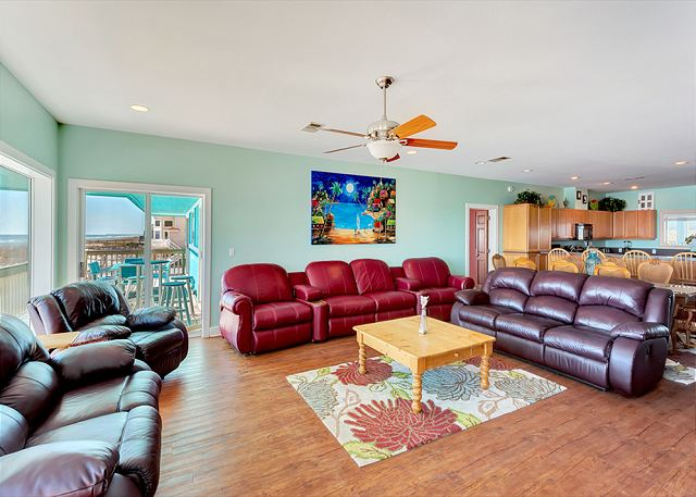 Pensacola beach fl united states ariola 900 paradise for Lots of seating in small living room