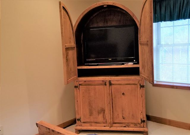 Queen Bedroom Tv in Armoire
