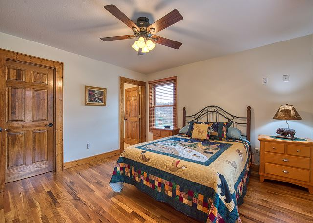 Master on Main Level with Queen Size Bed