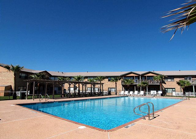 Sea Isle Village 1st floor condo, beach access, views the community pool - Port Aransas, Texas